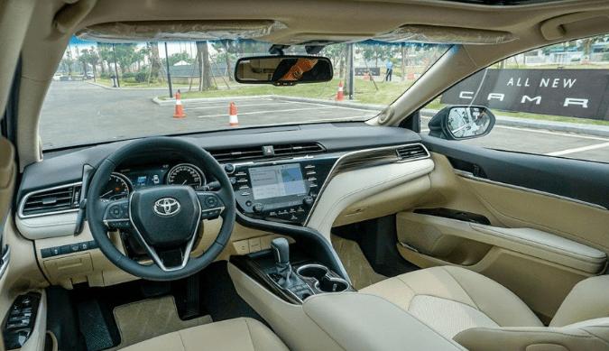 Nộithất xe Toyota Camry 2021.