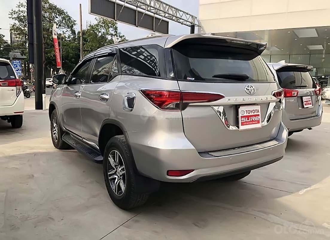 Bán Toyota Fortuner 2.4G đời 2017, màu bạc, nhập khẩu (2)