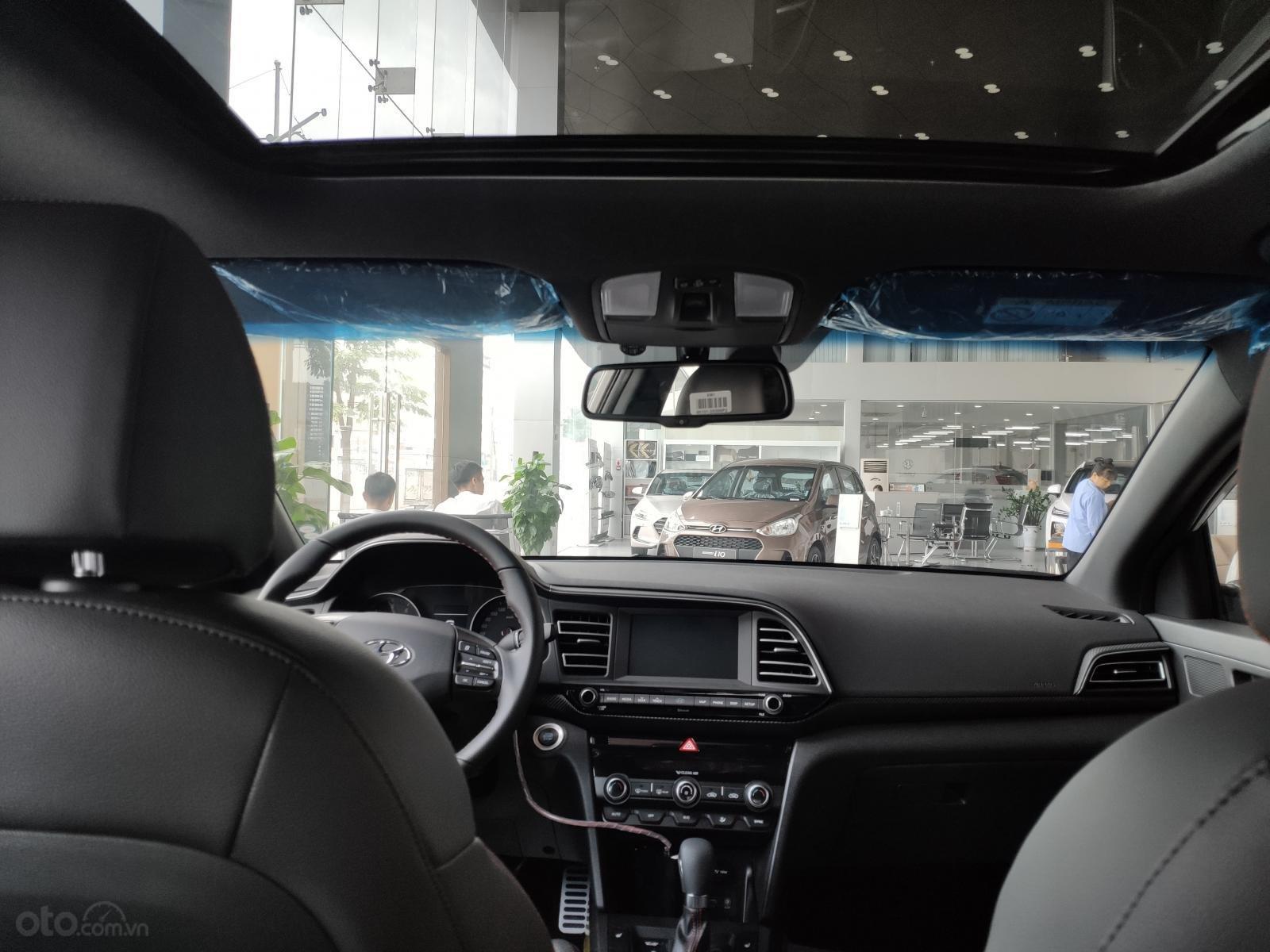 Giảm nóng 50% TTB - Hyundai Elantra - cam kết giá tốt nhất toàn hệ thống (4)