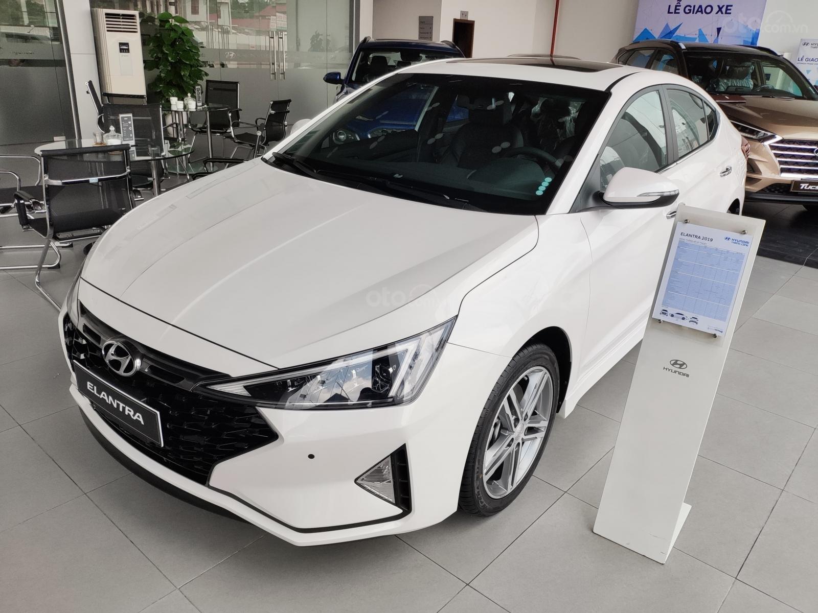 Giảm nóng 50% TTB - Hyundai Elantra - cam kết giá tốt nhất toàn hệ thống (8)