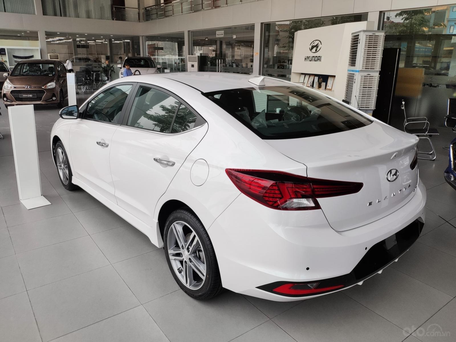 Giảm nóng 50% TTB - Hyundai Elantra - cam kết giá tốt nhất toàn hệ thống (5)