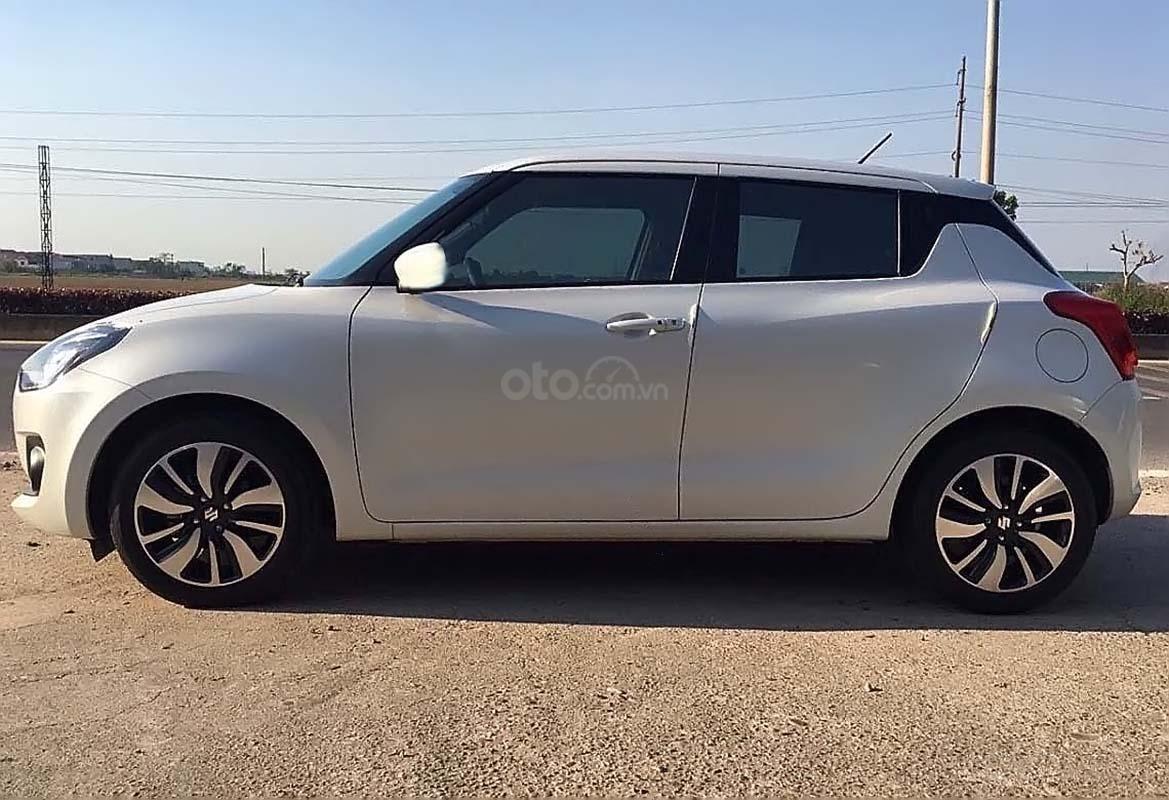 Bán Suzuki Swift GLX 1.2 AT 2019, màu trắng, nhập khẩu nguyên chiếc (1)