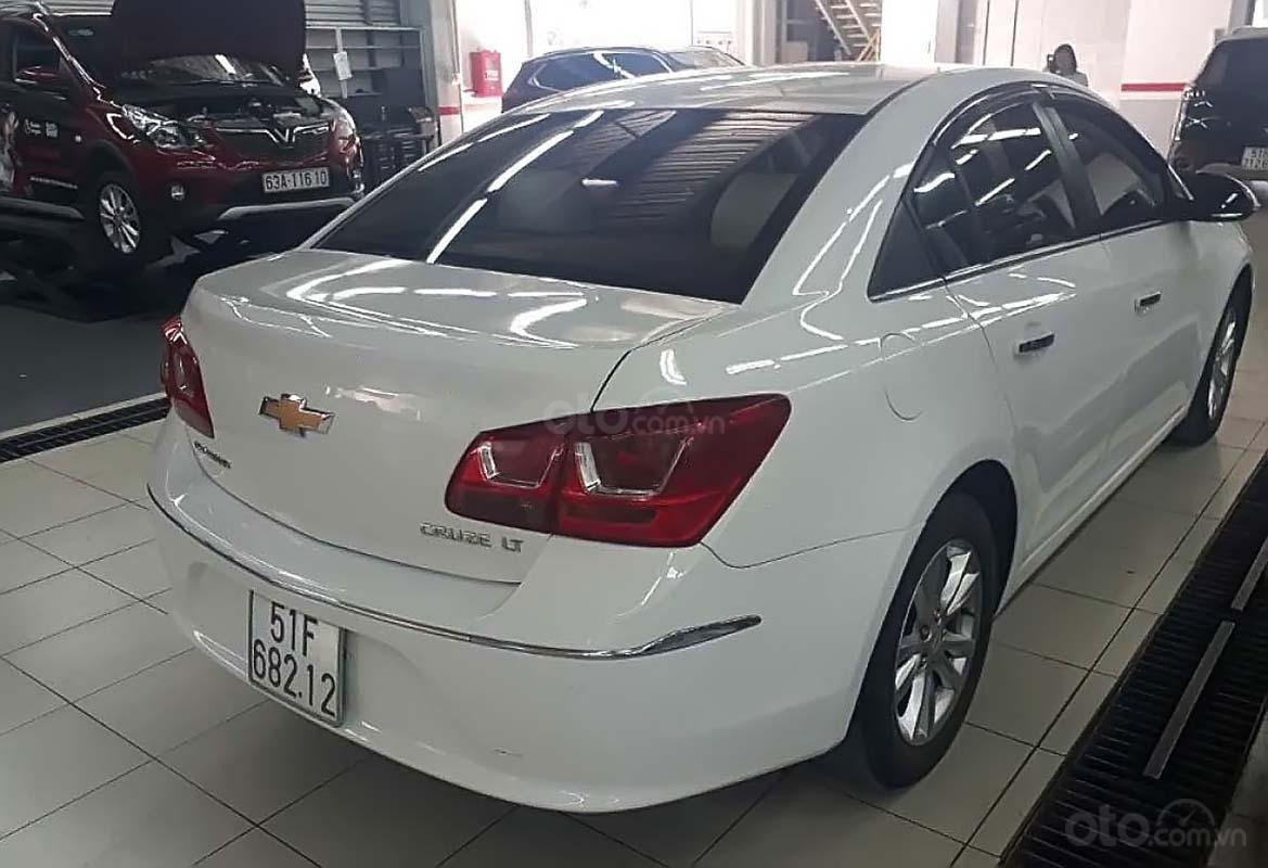 Bán Chevrolet Cruze LT 1.6 MT sản xuất năm 2016, màu trắng (2)