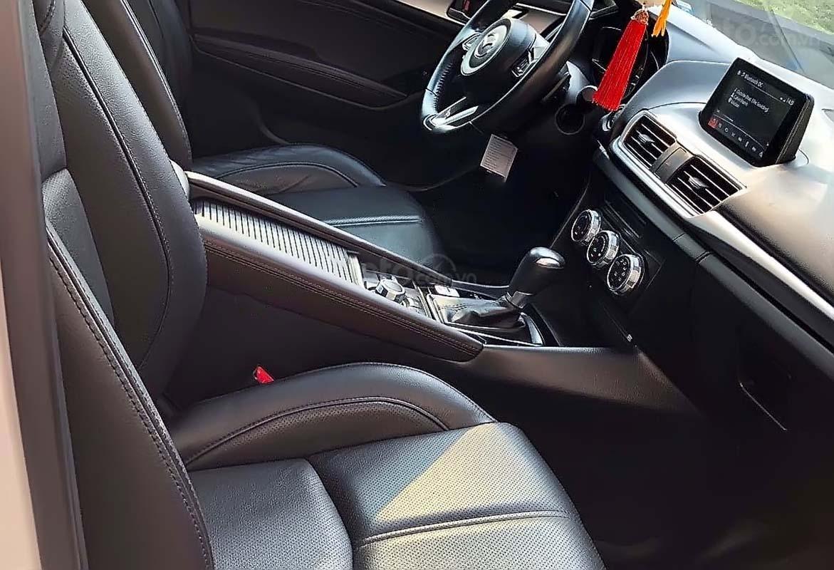 Cần bán lại xe Mazda 3 1.5 AT đời 2017, màu trắng, 643 triệu (3)