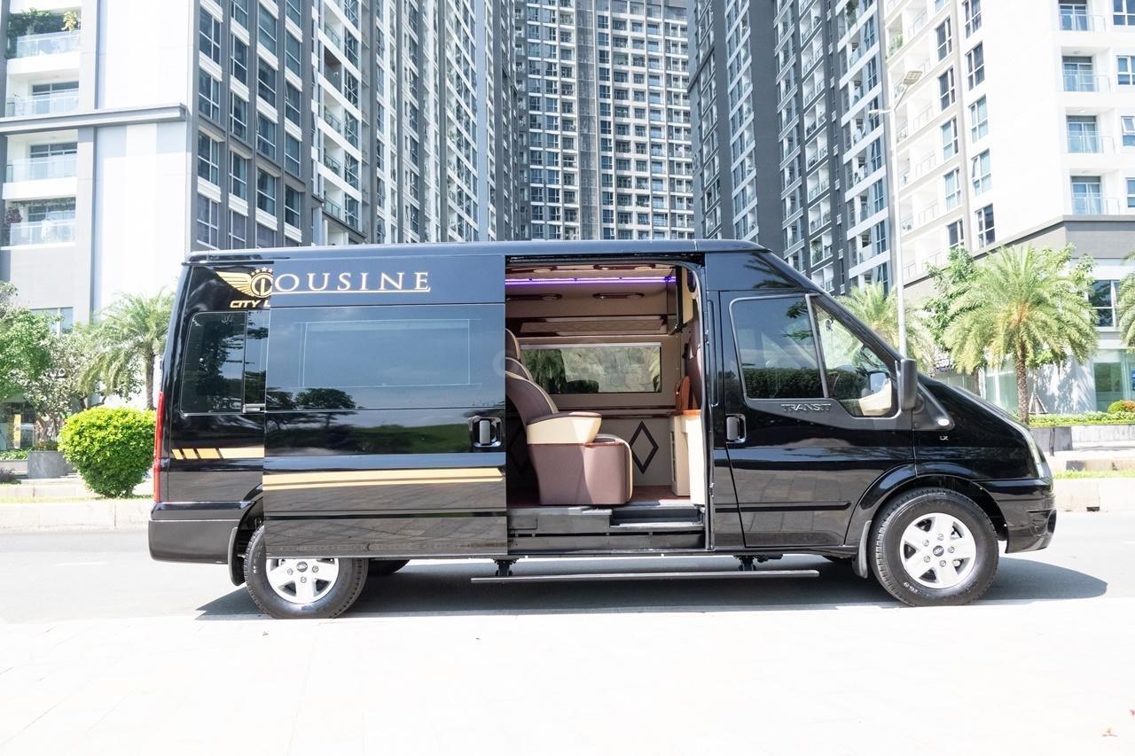 Cần bán Ford Transit Limousine cao cấp đời 2020, màu đen, giá tốt nhất thị trường (5)