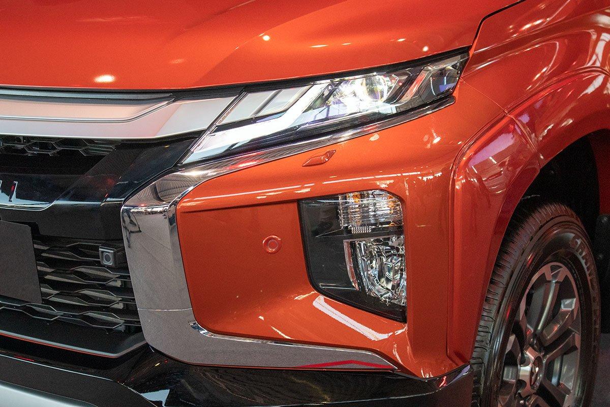 Cảm biến trước trên Mitsubishi Triton 2020.