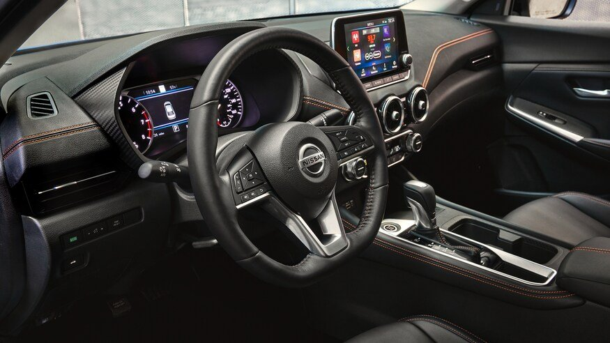 Đánh giá xe Nissan Sentra 2020 về trang bị tiện nghi: vô lăng xe