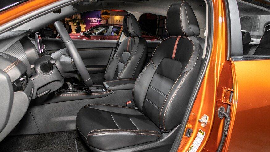 Đánh giá xe Nissan Sentra 2020 về ghế ngồi - ghế trước
