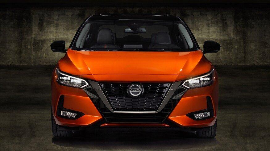 Đánh giá xe Nissan Sentra 2020 về đầu xe: chính diện đầu xe