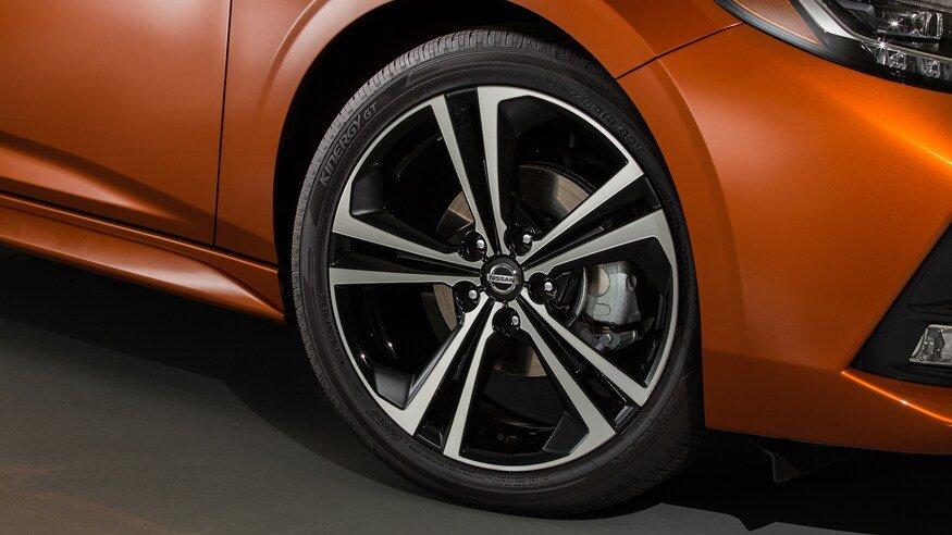 Đánh giá xe Nissan Sentra 2020 về thân xe: mâm bánh