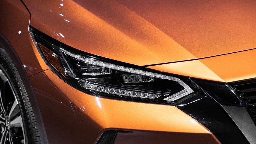 Đánh giá xe Nissan Sentra 2020 về đầu xe: đèn pha