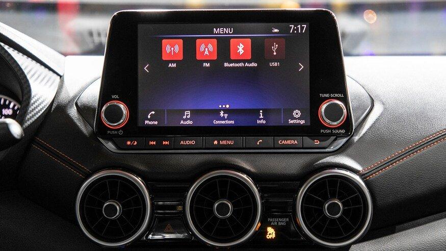 Đánh giá xe Nissan Sentra 2020 về trang bị tiện nghi: bảng điều khiển