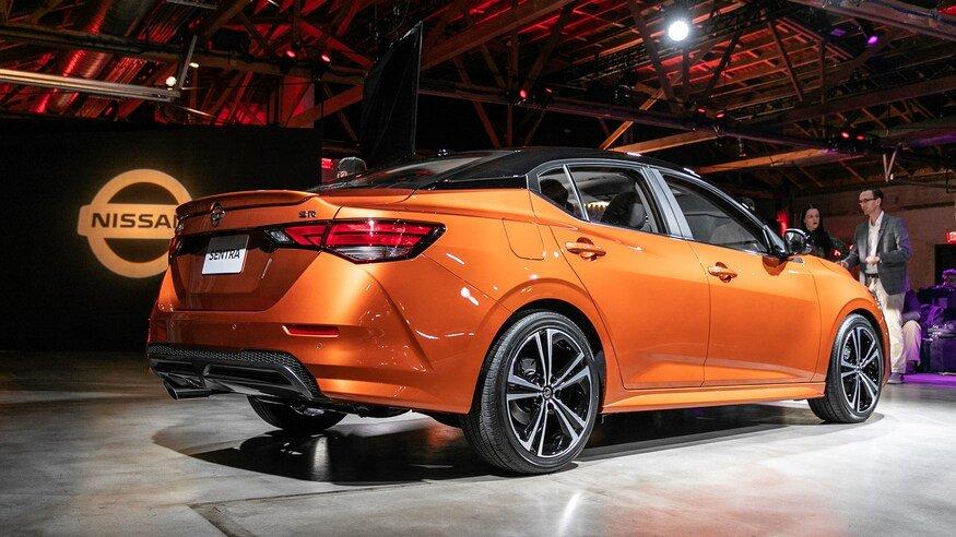 Đánh giá xe Nissan Sentra 2020 về khoang hành lý: đuôi xe