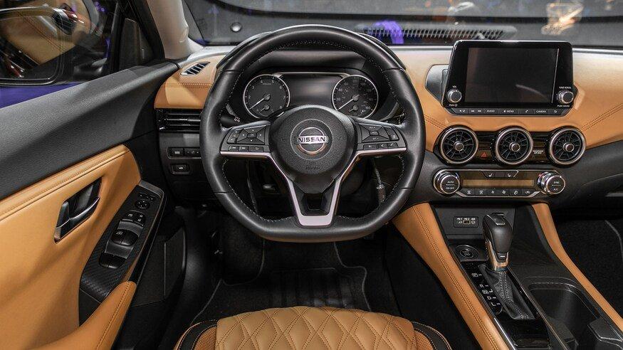 Đánh giá xe Nissan Sentra 2020 về bảng táp-lô: chính diện bảng táp lô