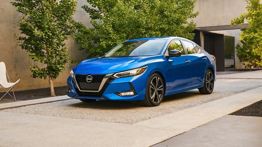 Đánh giá xe Nissan Sentra 2020 về động cơ: góc 3/4 thân xe