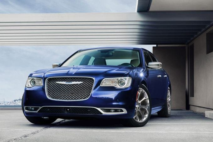 Top 10 mẫu sedan thoải mái nhất năm 2019 - Chrysler 300