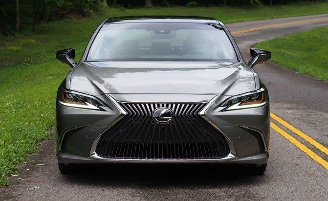 Top 10 mẫu sedan thoải mái nhất năm 2019 - Lexus ES