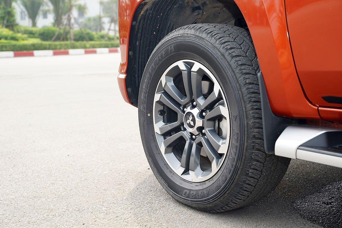 Đánh giá xe Mitsubishi Triton 2020: Kích thước la-zăng sẽ chỉ còn 2 tuỳ chọn 17 và 18 inch.