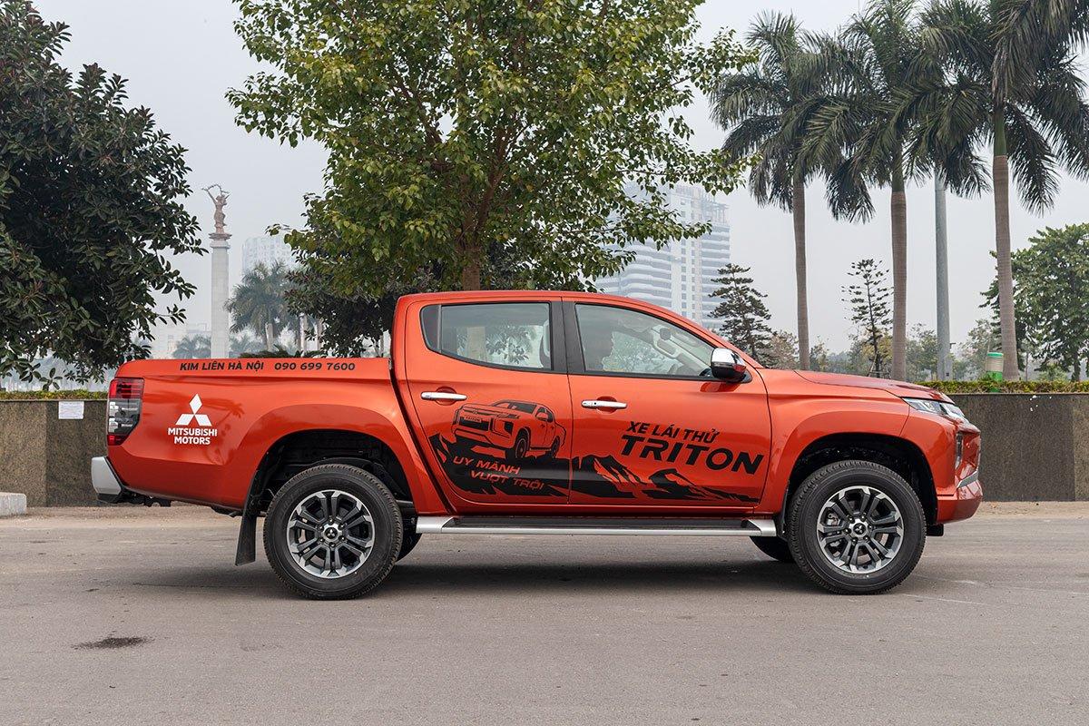 Đánh giá xe Mitsubishi Triton 2020: Thân xe toát lên vẻ khoẻ khoắn nhờ những thay đổi ở vòm lốp và la-zăng.