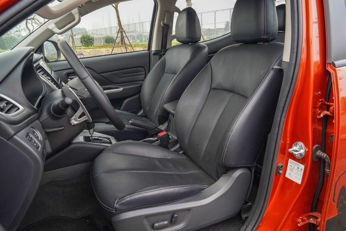 Đánh giá xe Mitsubishi Triton 2020: Ghế ngồi chỉnh điện tiêu chuẩn cho các phiên bản.