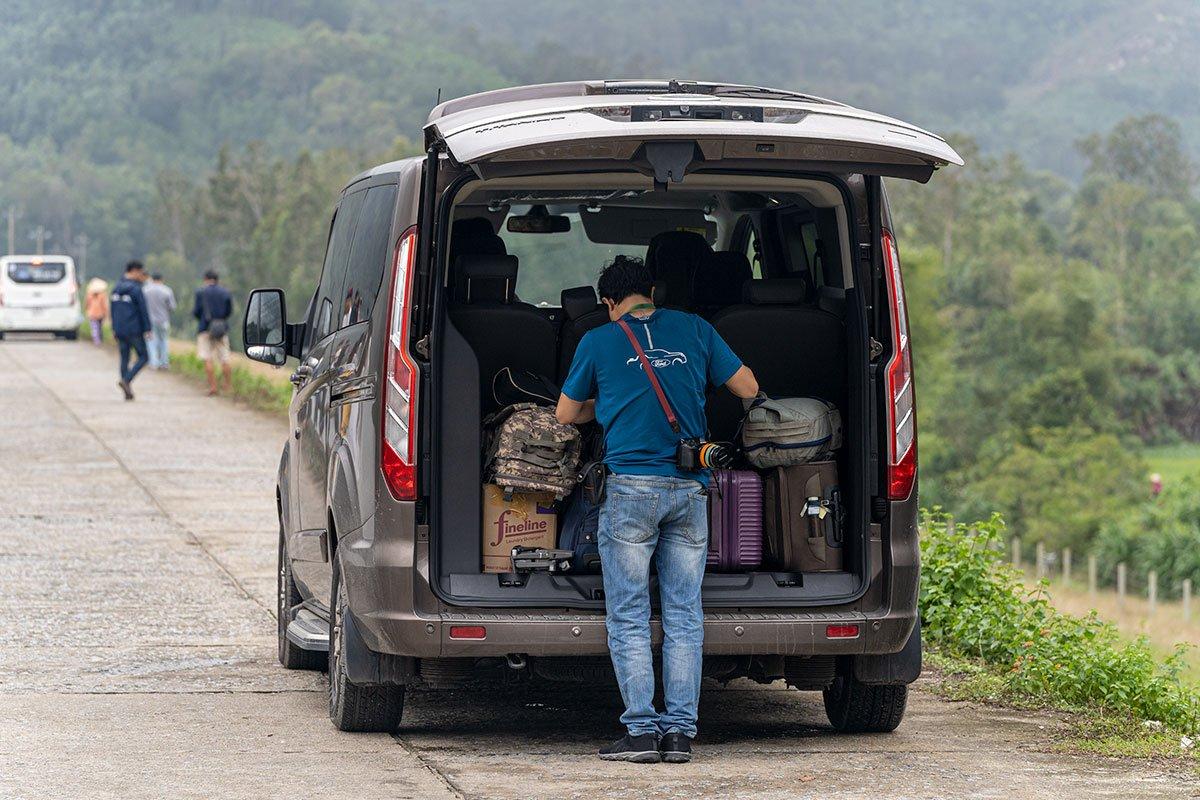Khoang hành lý đủ chỗ cho rất nhiều vali và đồ dùng phục vụ cho một chuyến đi dài.