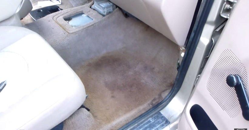 Những lưu ý khi chạy xe qua nơi ngập nước - Kiểm tra độ ẩm