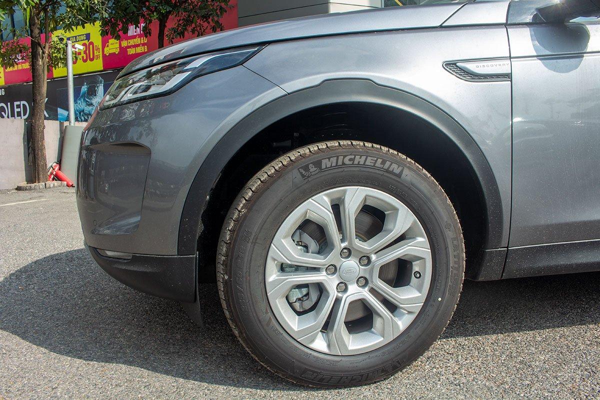 Land Rover Discovery Sport S 2020 và đời cũ khác nhau ở những điểm gì? a13