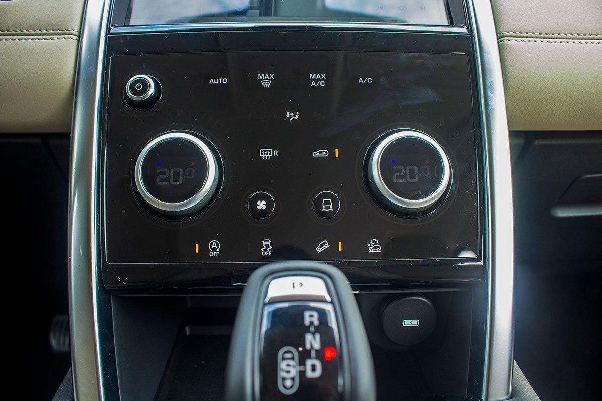 Land Rover Discovery Sport S 2020 và đời cũ khác nhau ở những điểm gì? a29