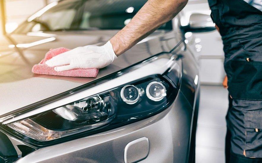 Thường xuyên vệ sinh xe để việc diệt gián đạt hiệu quả tốt nhất.