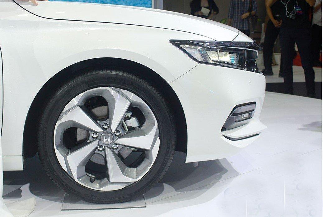 So sánh xe Kia Optima 2019 và Honda Accord 2020 về thiết kế thân xe - Ảnh 3.