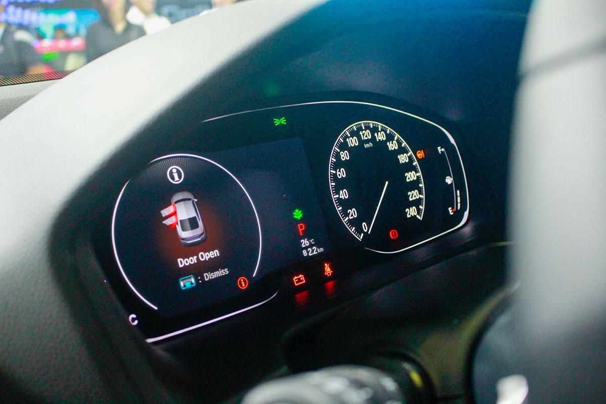 So sánh xe Toyota Camry 2019 và Honda Accord 2020 về thiết kế nội thất - Ảnh 5.