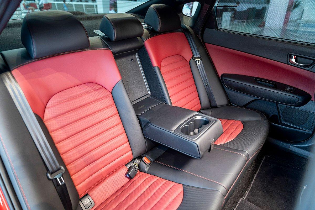 So sánh xe Kia Optima 2019 và Honda Accord 2020 về thiết kế ghế ngồi - Ảnh 2.