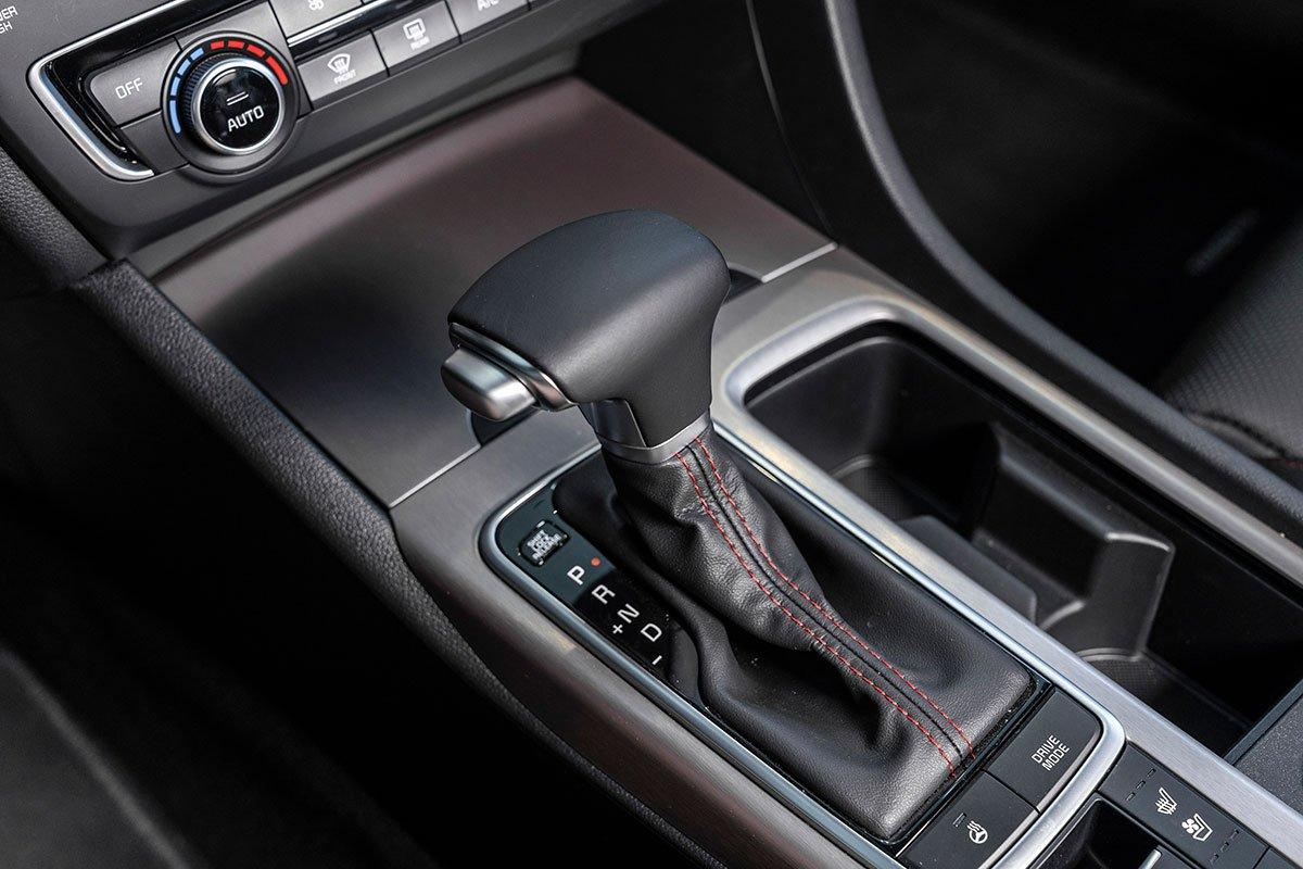 So sánh xe Kia Optima 2019 và Honda Accord 2020 về nội thất - Ảnh 6.