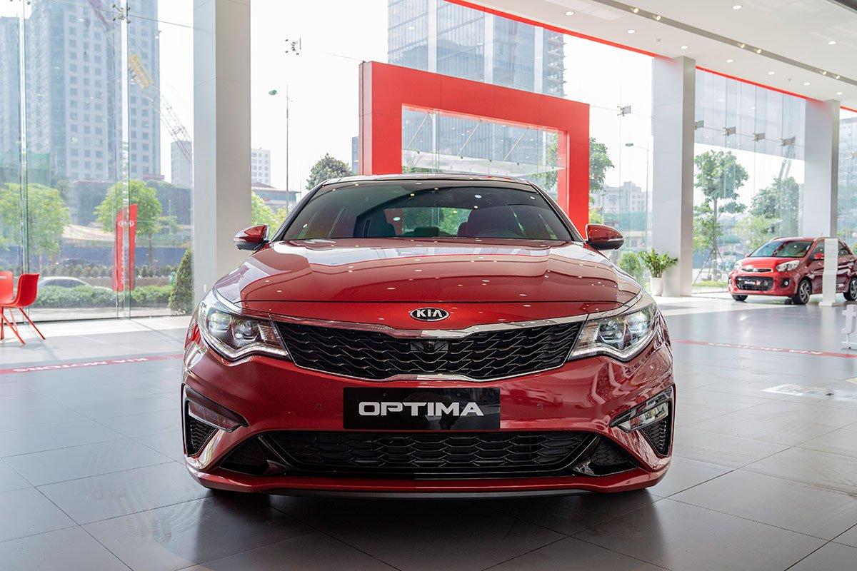 So sánh xe Kia Optima 2019 và Honda Accord 2020 về thiết kế đầu xe.