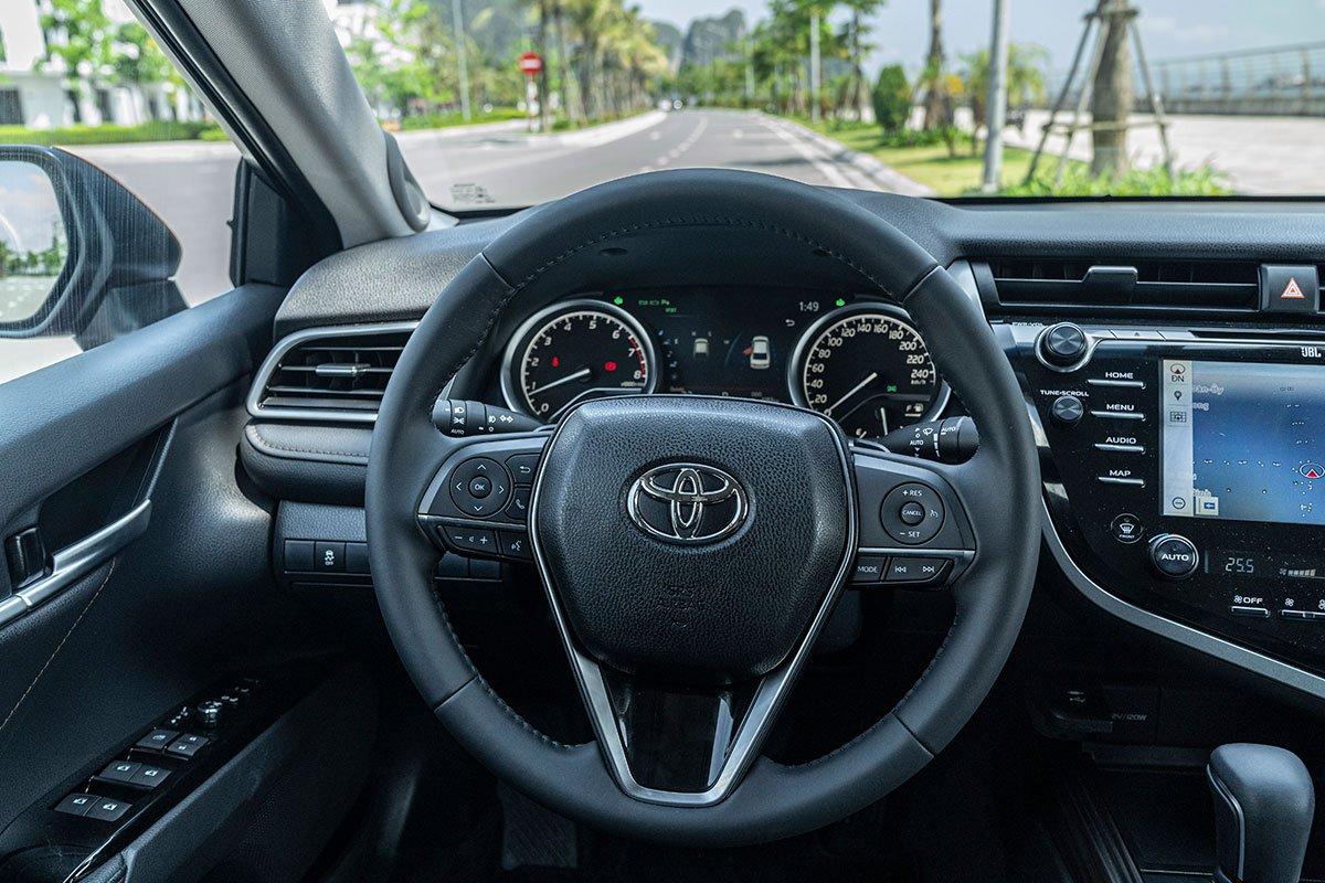 So sánh xe Toyota Camry 2019 và Honda Accord 2020 về thiết kế nội thất - Ảnh 2.