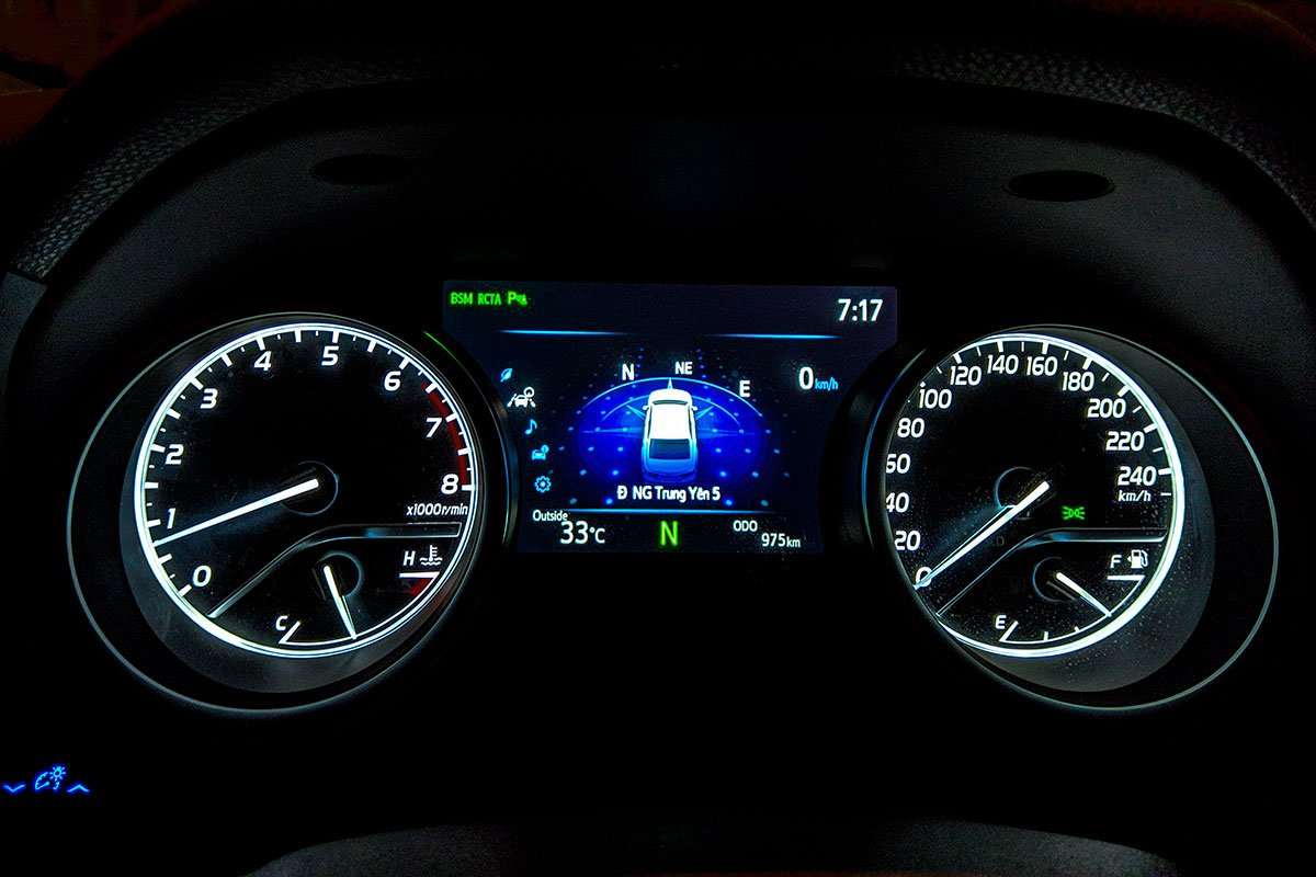 So sánh xe Toyota Camry 2019 và Honda Accord 2020 về thiết kế nội thất - Ảnh 4.