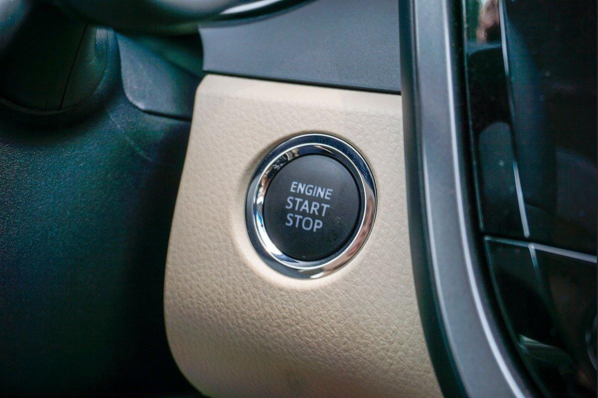 Toyota Camry 2.5Q 2019: Nút bấm khởi động.