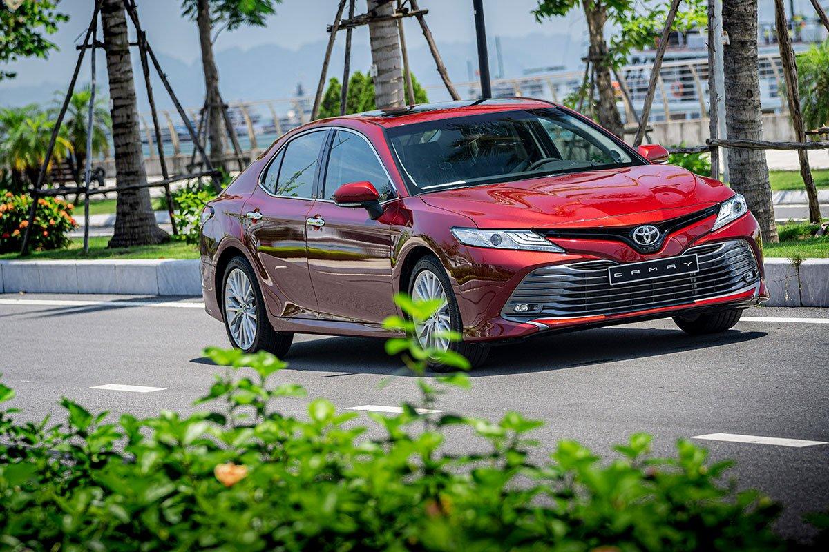 Đánh giá xe Toyota Camry 2019: Góc nhìn 3/4.
