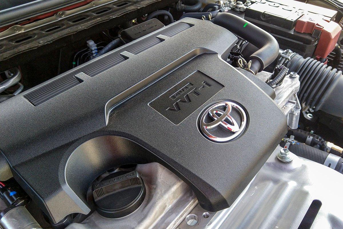 Đánh giá xe Toyota Camry 2019: Động cơ I-4 2.5L công suất 178 mã lực, mô-men xoắn 235 Nm.