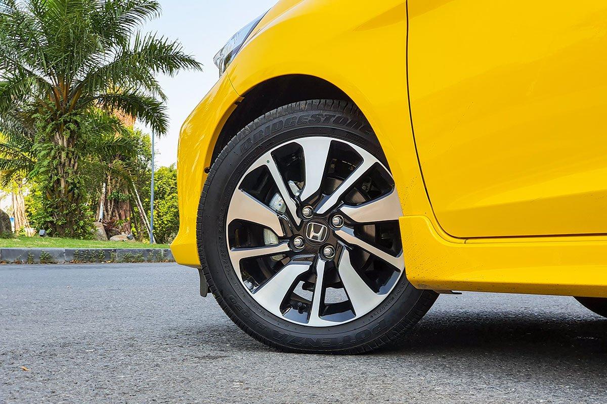 So sánh xe Honda Brio 2019 và Kia Soluto 2019 về thiết kế thân xe - Ảnh 4.