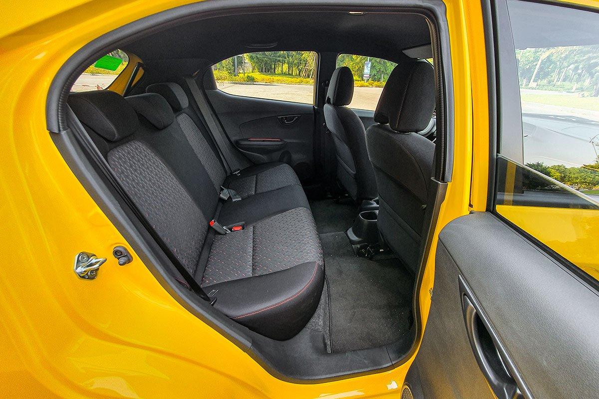 So sánh xe Honda Brio 2019 và Kia Soluto 2019 về thiết kế ghế ngồi - Ảnh 2.