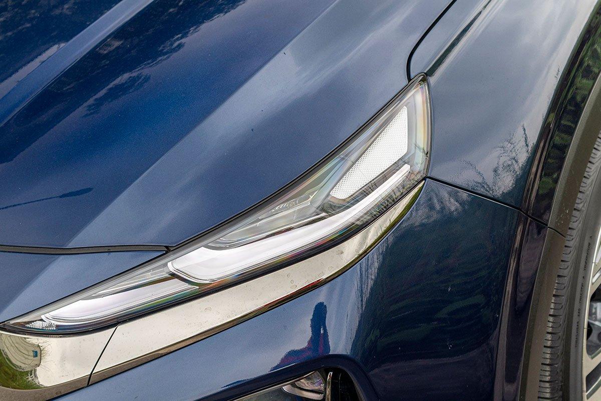 So sánh xe Mazda CX-8 2019 và Hyundai Santa Fe 2019 về thiết kế đầu xe - Ảnh 3.