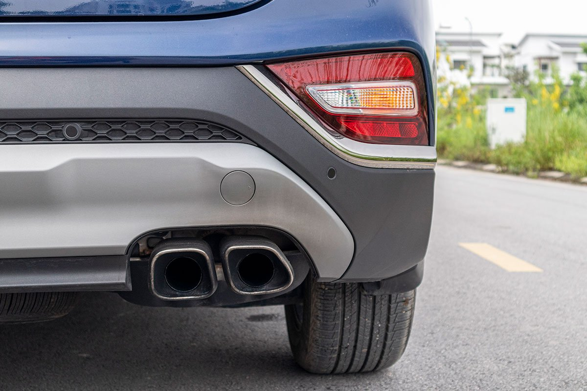 So sánh xe Mazda CX-8 2019 và Hyundai Santa Fe 2019 về thiết kế đuôi xe - Ảnh 7.