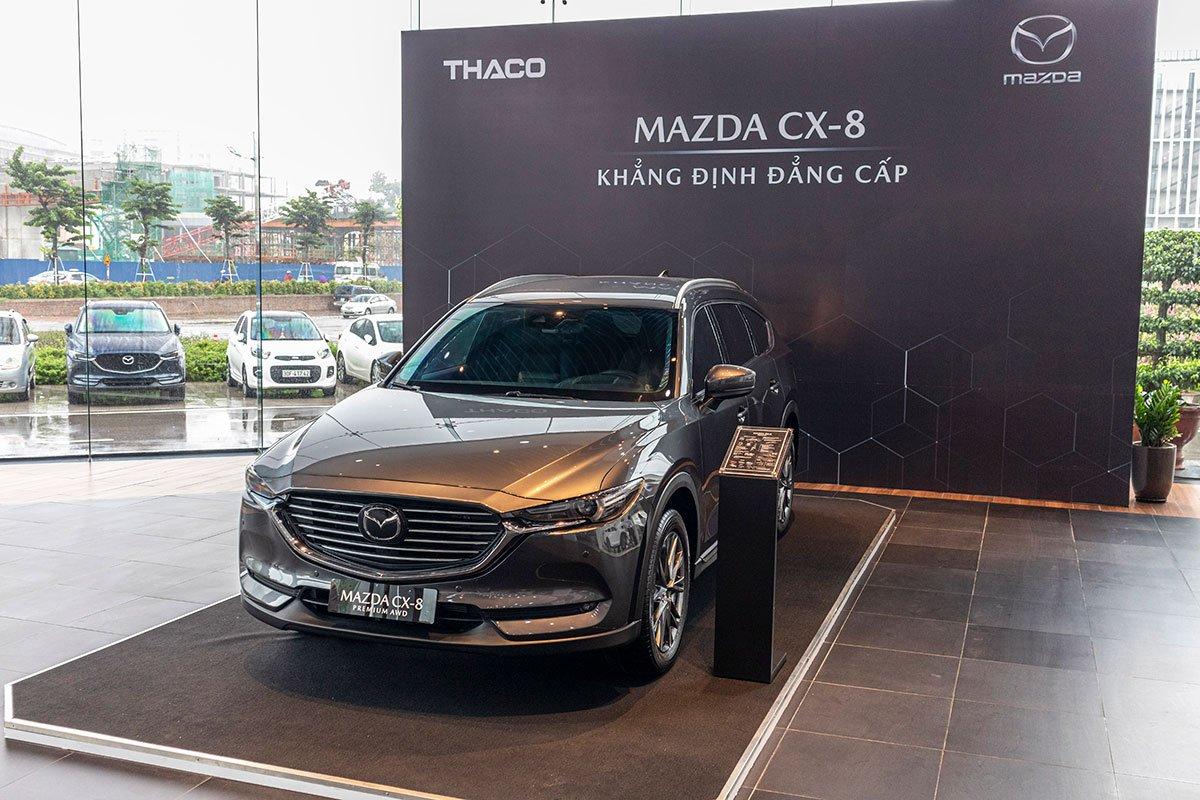 So sánh xe Mazda CX-8 2019 và Hyundai Santa Fe 2019 về thiết kế đầu xe.