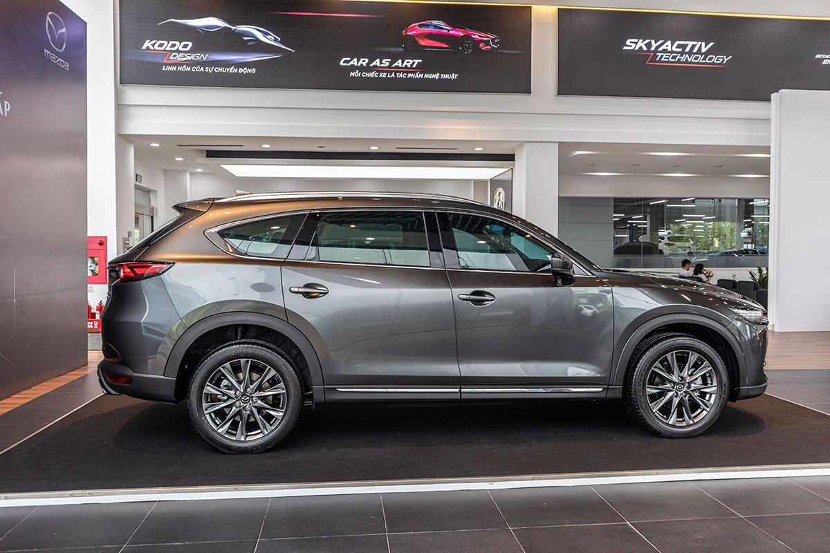 So sánh xe Mazda CX-8 2019 và Hyundai Santa Fe 2019 về thiết kế thân xe.