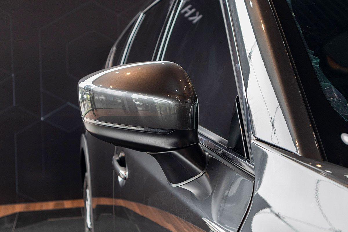 So sánh xe Mazda CX-8 2019 và Hyundai Santa Fe 2019 về thiết kế thân xe - Ảnh 2.