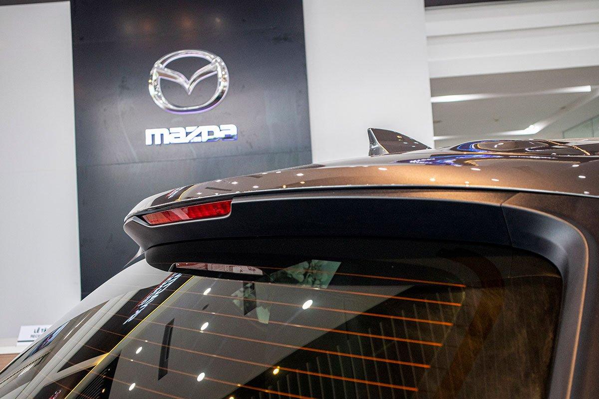 So sánh xe Mazda CX-8 2019 và Hyundai Santa Fe 2019 về thiết kế đuôi xe - Ảnh 4.