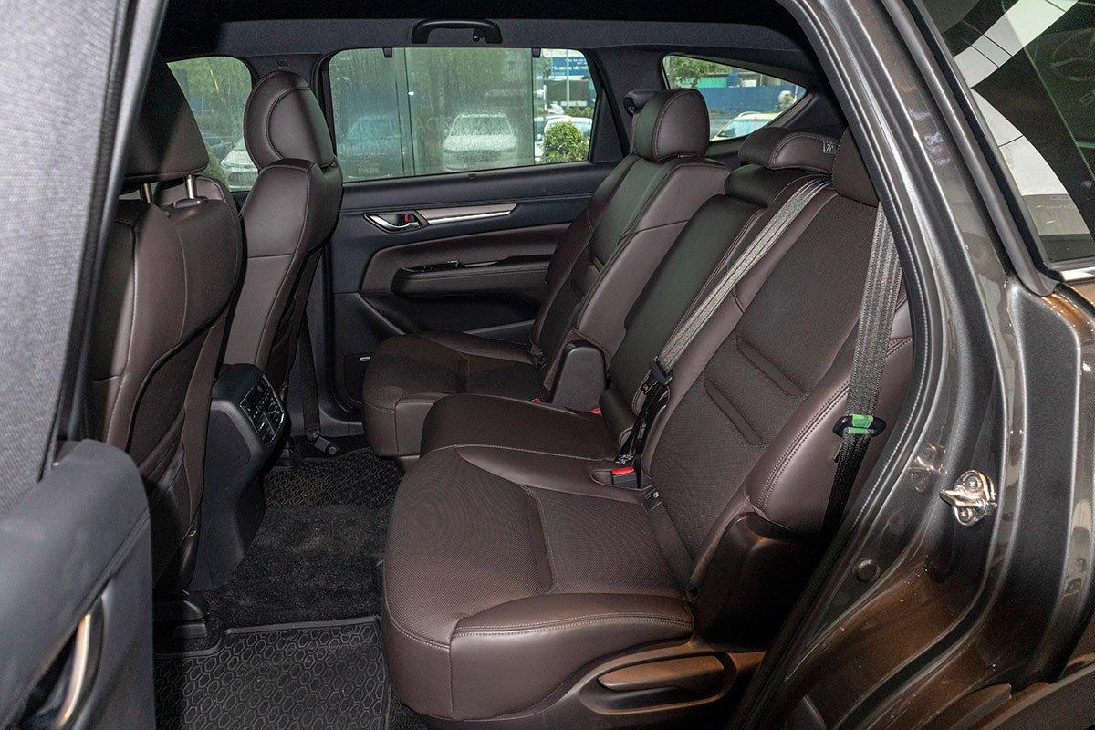So sánh xe Mazda CX-8 2019 và Hyundai Santa Fe 2019 về ghế ngồi - Ảnh 2.