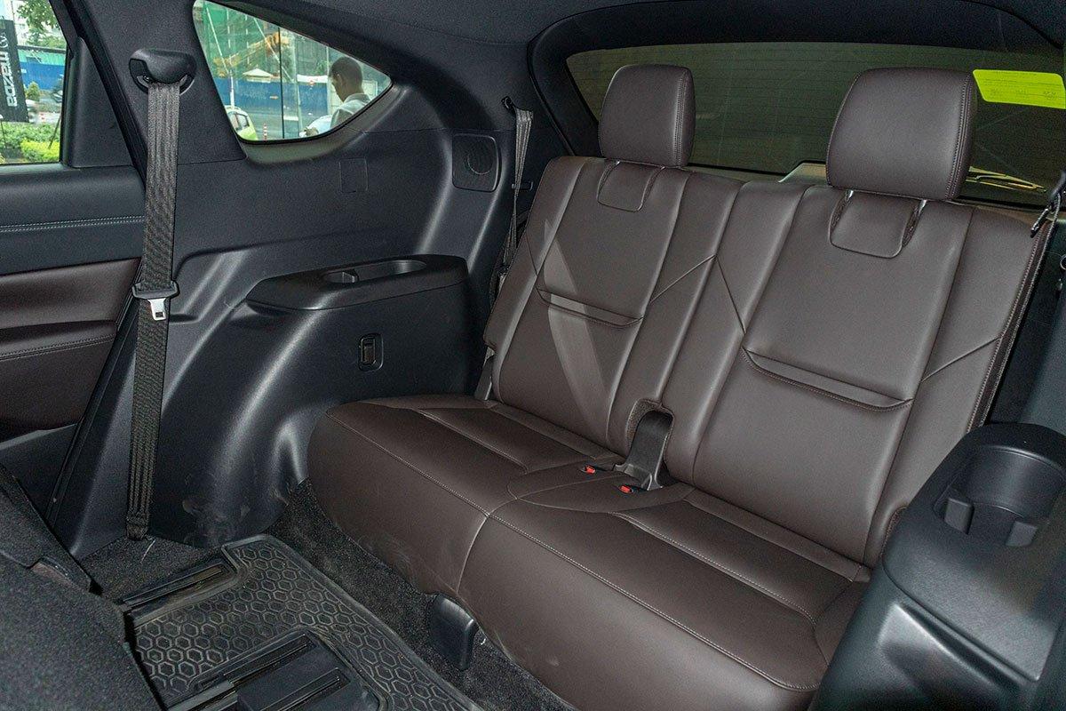 So sánh xe Mazda CX-8 2019 và Hyundai Santa Fe 2019 về ghế ngồi - Ảnh 4.