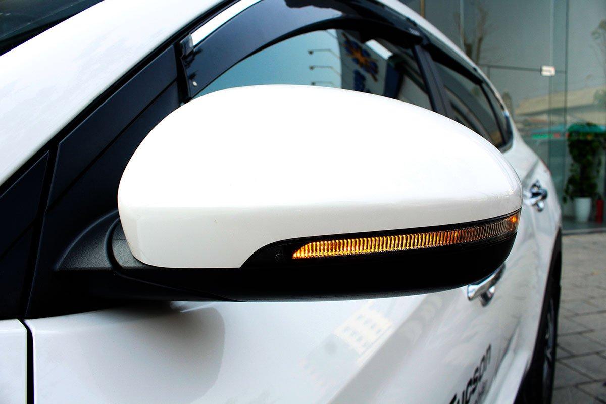 Ảnh chụp gương chiếu hậu  xe Hyundai Tucson 2020